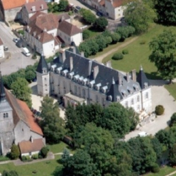 cropped-chateau-aerial-view